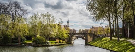 Foto van rivier en brug in Friesland